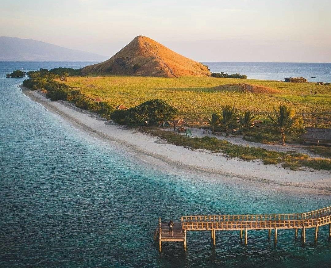 kenawa island tourism in sumbawa
