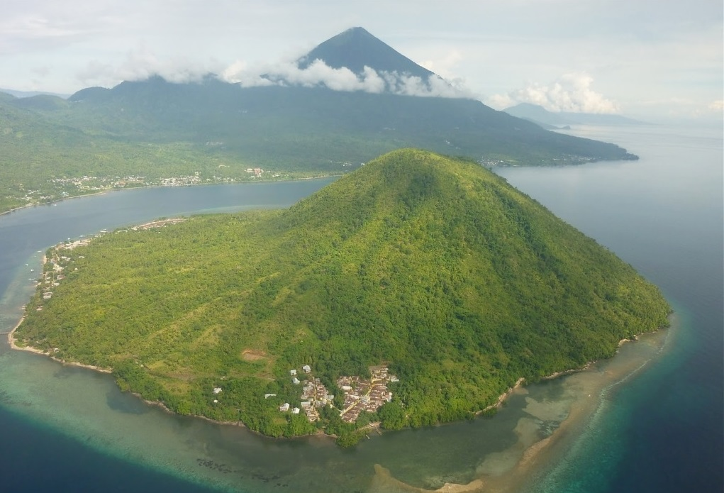 maitara island in north maluku