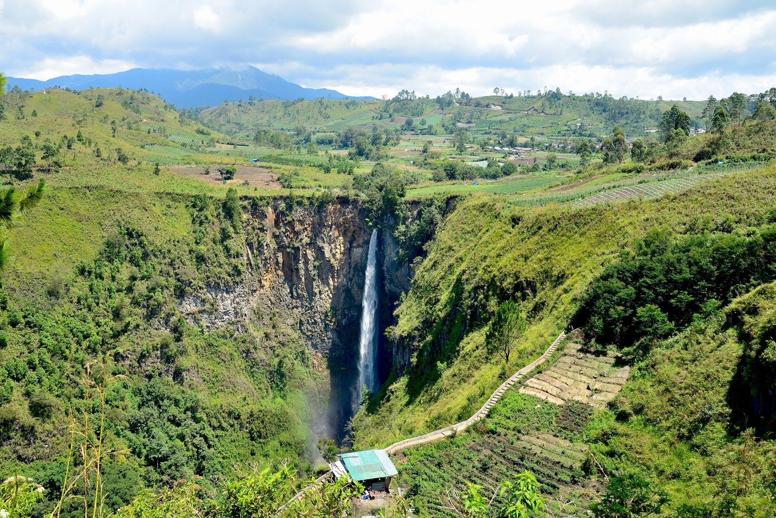 mingle with the beauty of Sipiso-piso Waterfall
