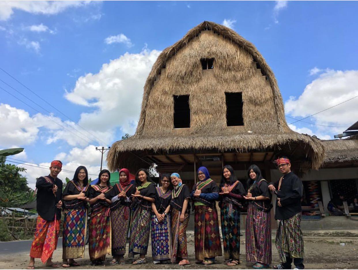 sasak tribe in sade village