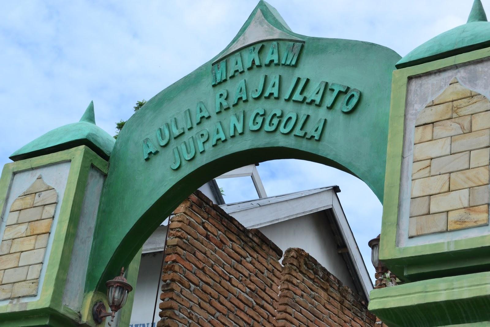 the sanctuary of ju panggola was built behind the mihrab of Masjid Quba