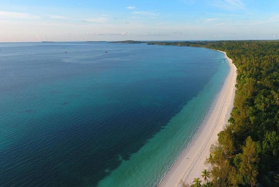 visit pasir panjang ngurbloat beach in ohoi ngilngof