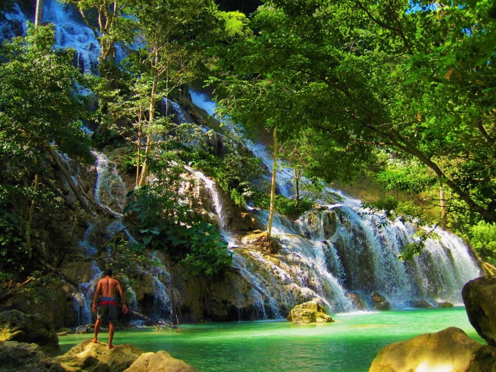 lapopu waterfall in manupeu tanah daru park