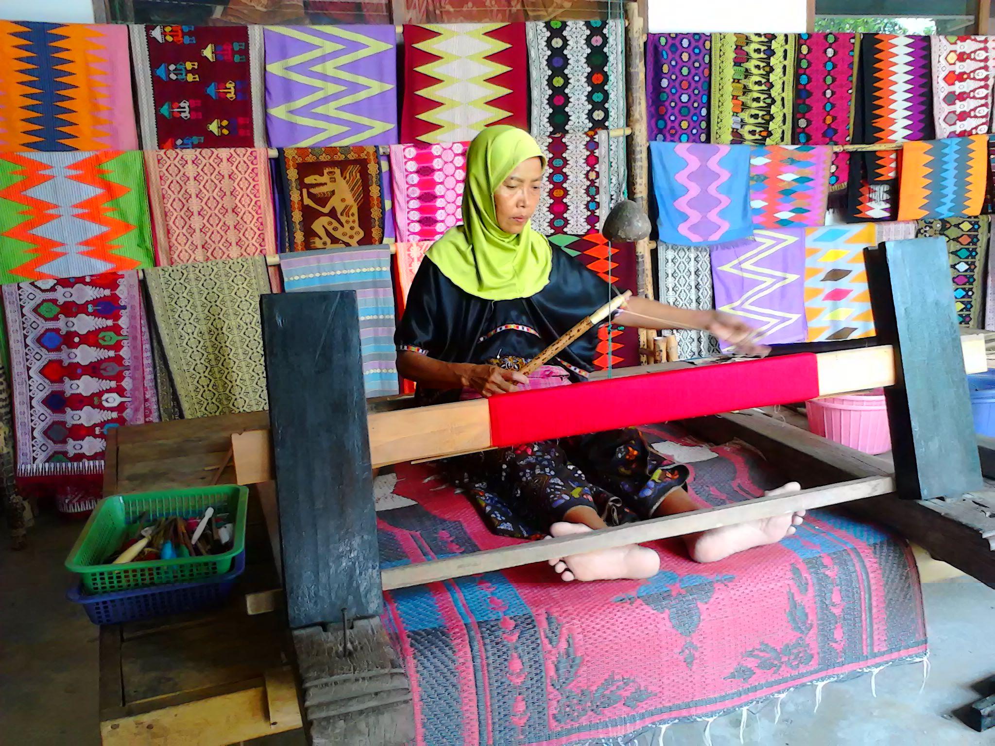 songket fabric of sukarara village