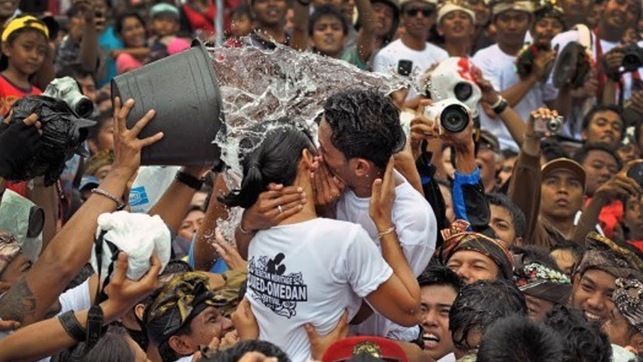 interesting fact about kissing festival in bali