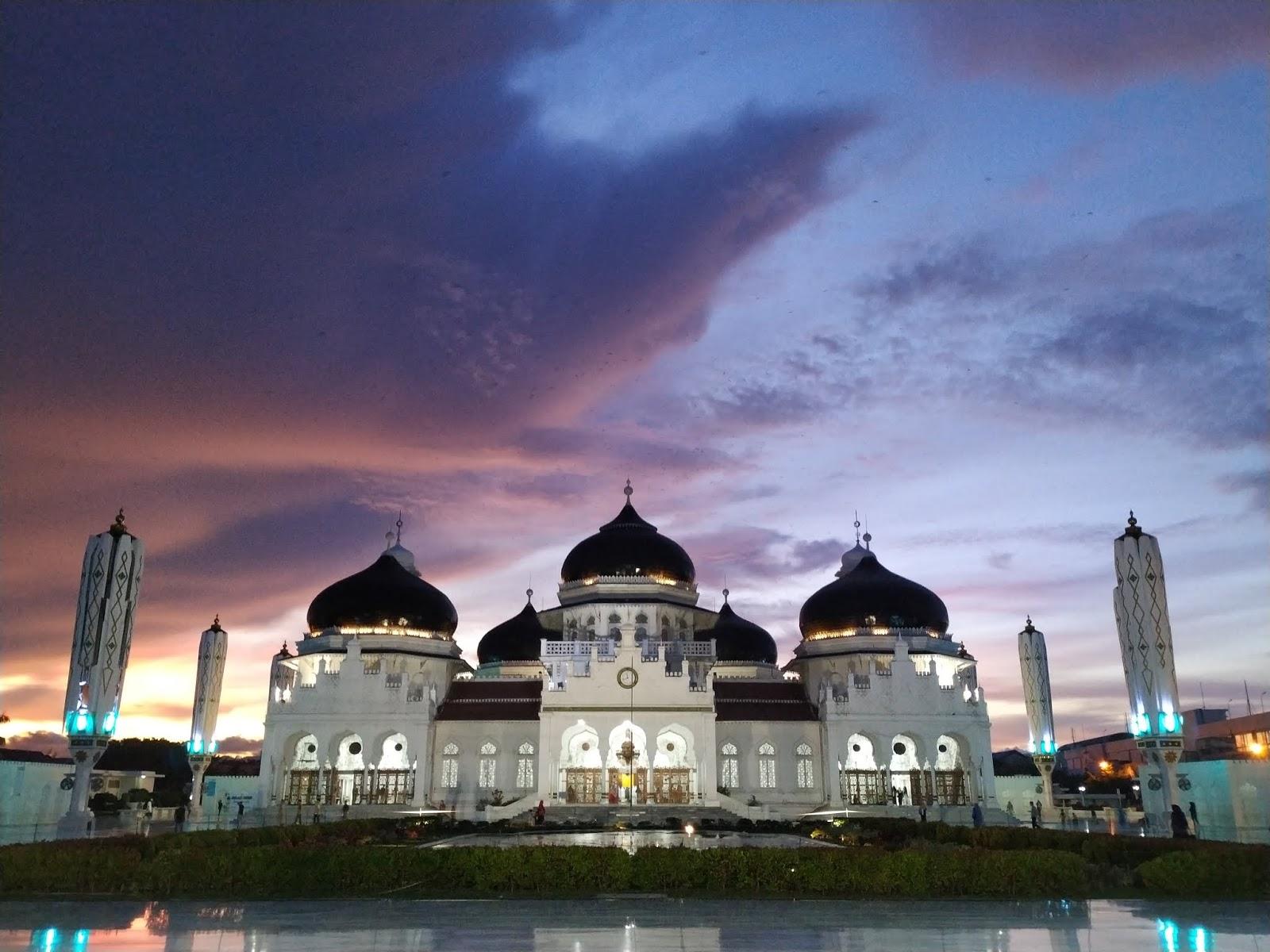 the Baiturrahman Grand Mosque in Aceh